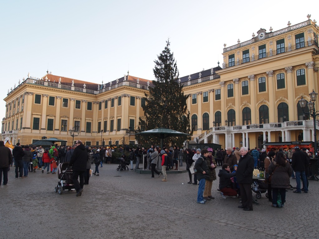 The Christkindlmarkt outside the palace