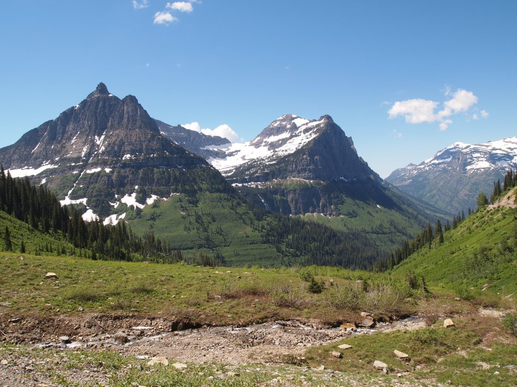 There was more snow as we got closer to Logan's Pass & beyond