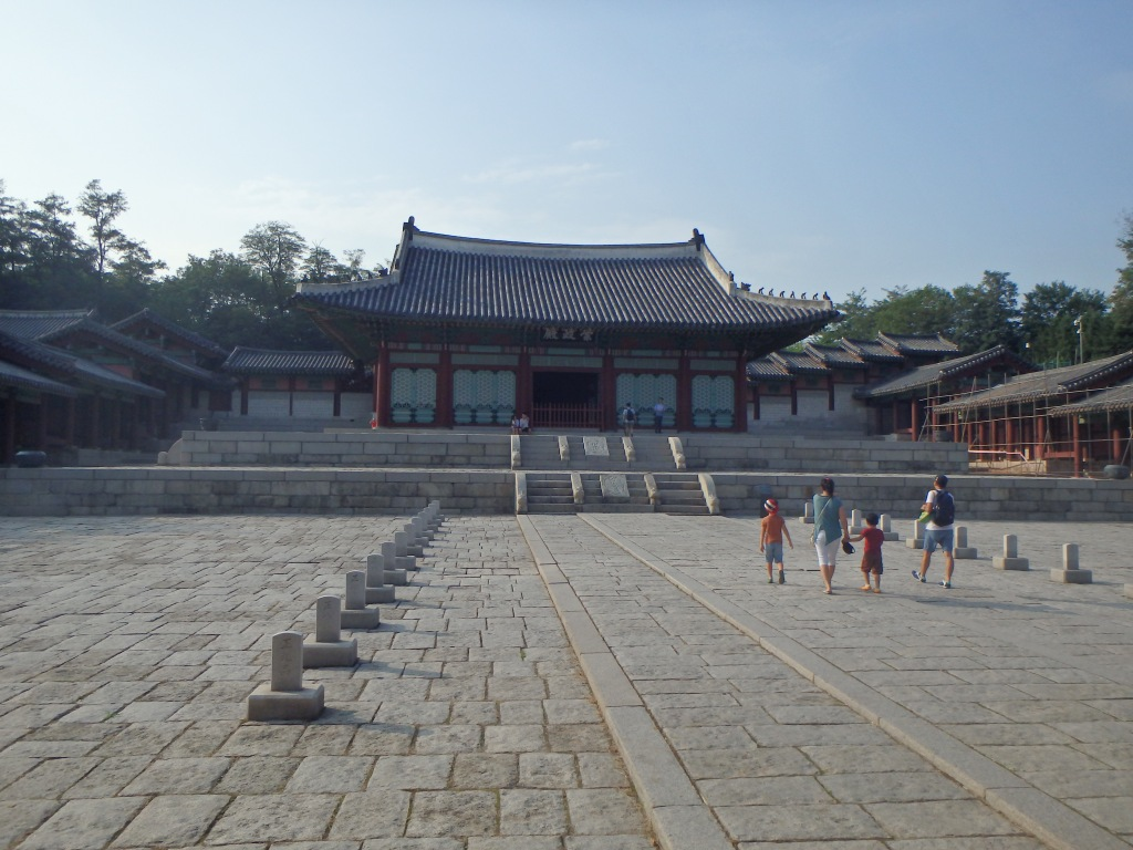 Sungjeongjean - the main hall where kings met subjects and diplomats