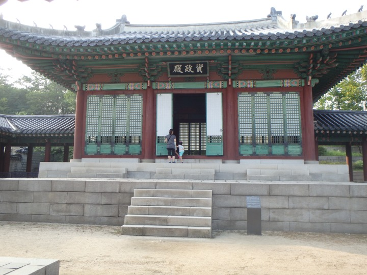 Jajeongjeon - the king's private living room where he held meetings & supervised academic competitions