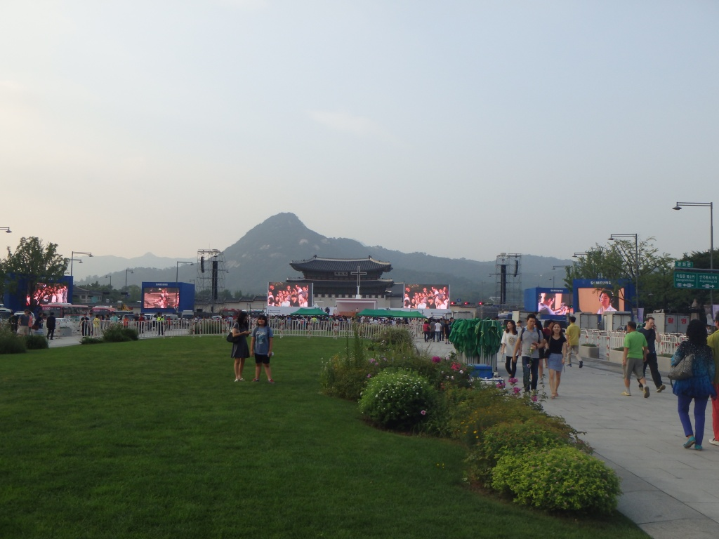 The Pope will be in front of Gwanghwamun Gate, Mt. Bugaksan and Gyeongbokgung are in the background