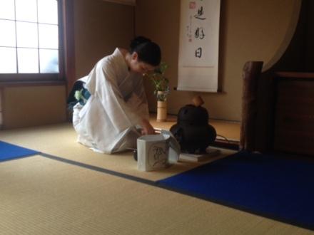 Atsuko performing the ceremony