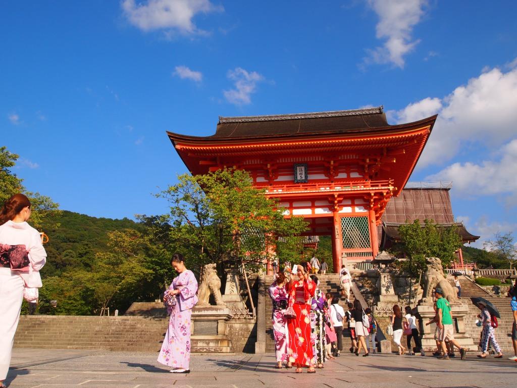 Walking up to many girls in kimonos