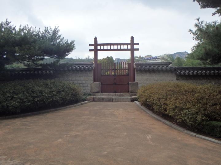 Dongsinmun Gate