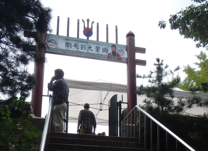 Going up to the shrine