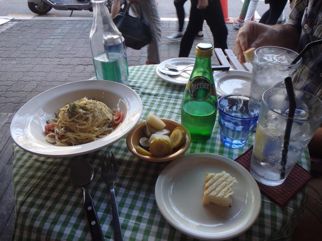 Tiny table! Tasty food!