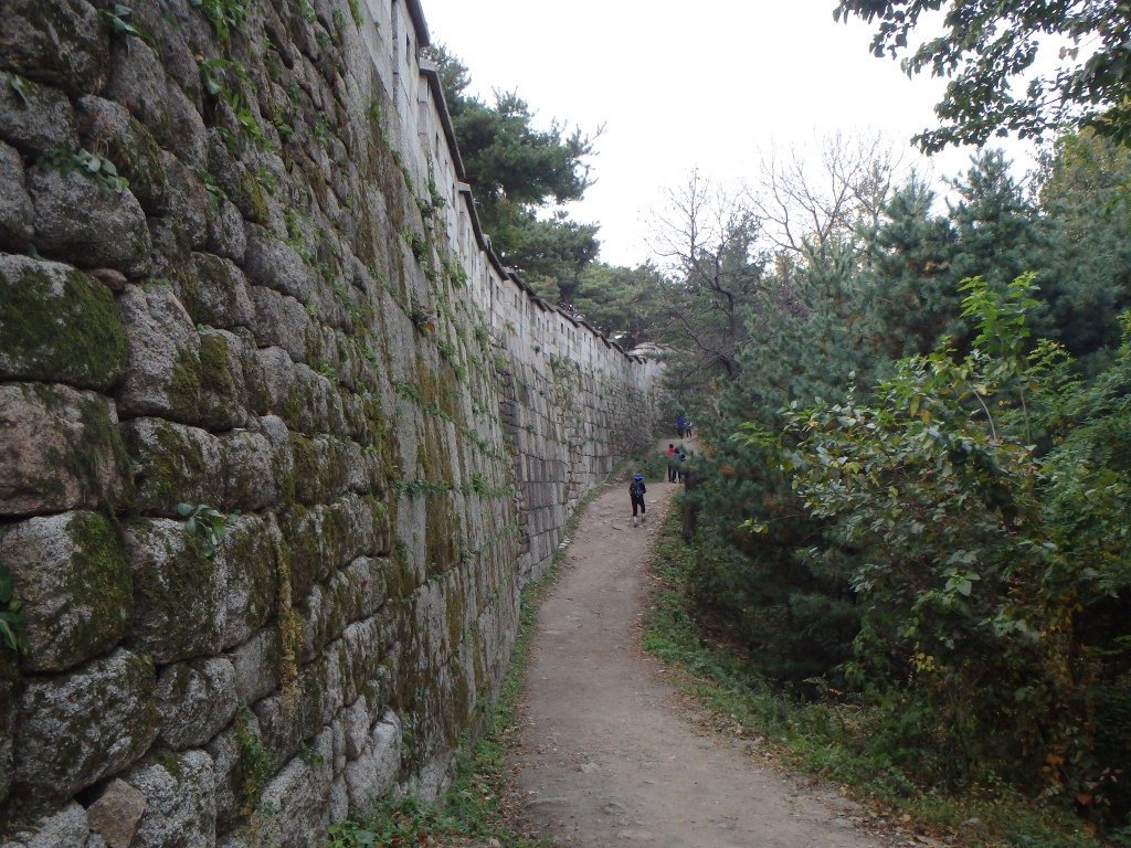 Beginning the hike along the fortress wall