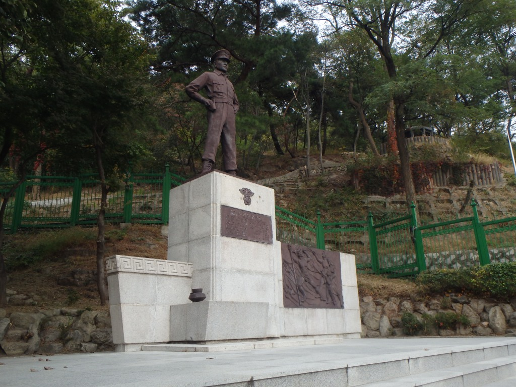 This is a statue Choi Gyu Sik, a police chief who was mortally wounded during the firefight. He is credited with stopping the commandos before they got to The Blue House