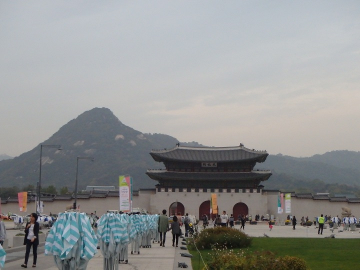 Gwanghwamun, the entrance to Gyeongbokgung, and Bugaksan in the background