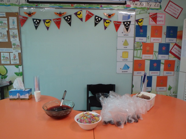 For the morning kindergarten classes, I operated the cooking class where we made a cup o' worms