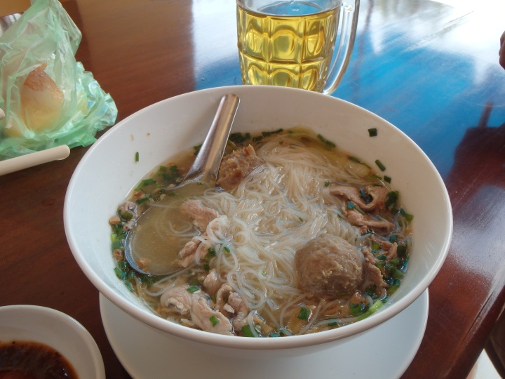delicious bowl of ka tieu for breakfast