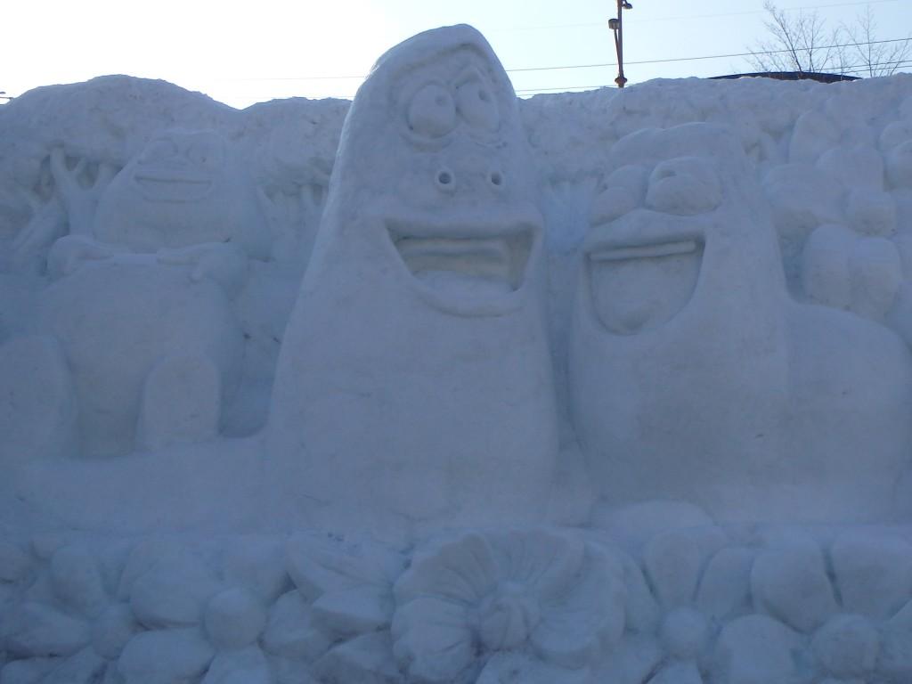 Snow sculptures of popular Korean cartoon characters, Larva