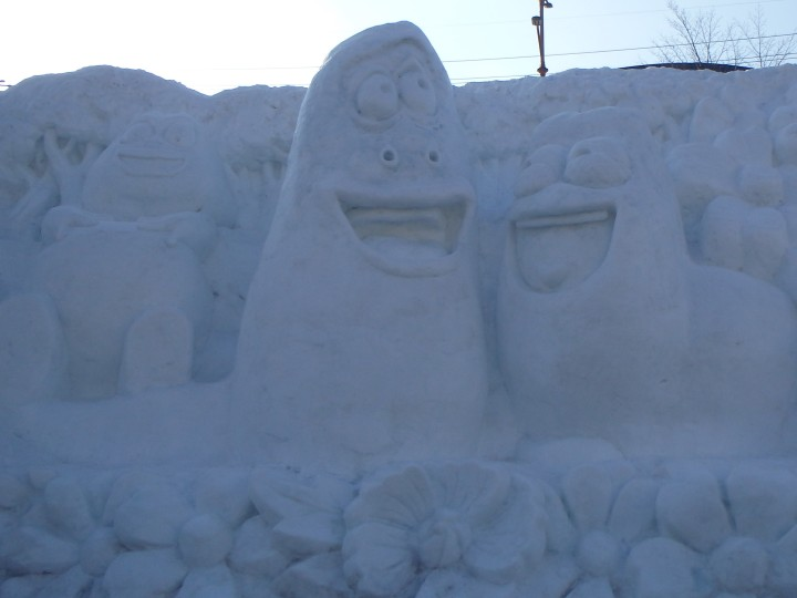 Snow sculptures of popular Korean cartoon characters, Larva