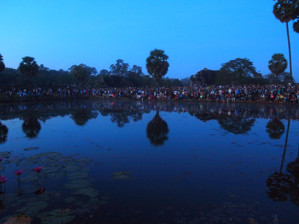 still fairly dark - check out the crowd!