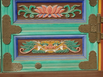 Vibrant & intricate images on the door panels