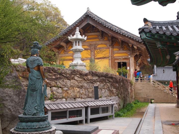 Another view of Daeunjeon