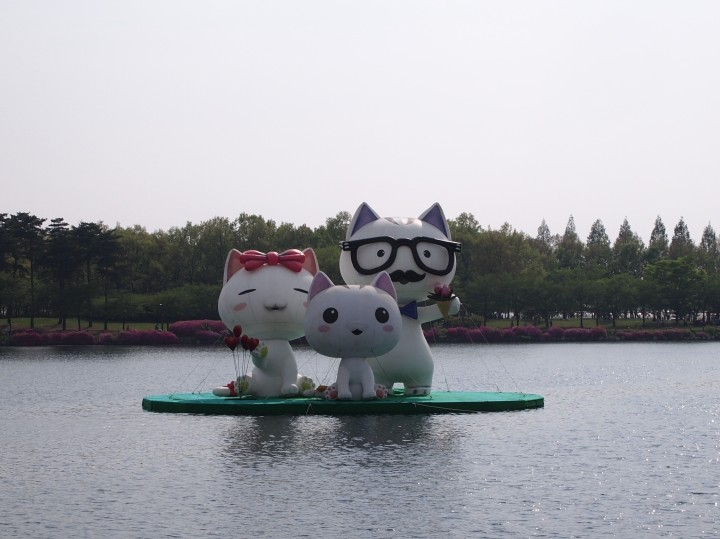 Giant inflated cats in the lake