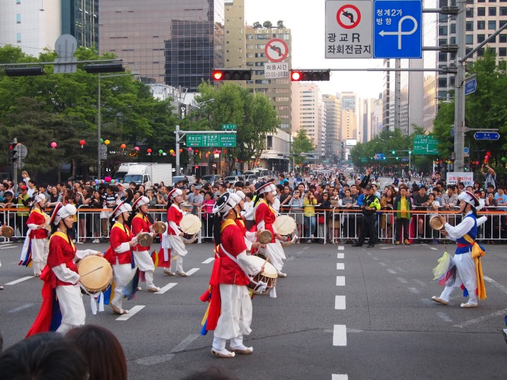 Traditional Korean drums were the perfect background to the parade